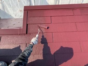 屋根を上塗り塗装
