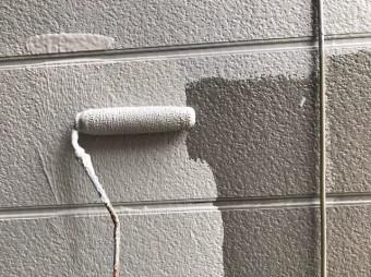 奈良市の住宅の外壁塗装中塗り