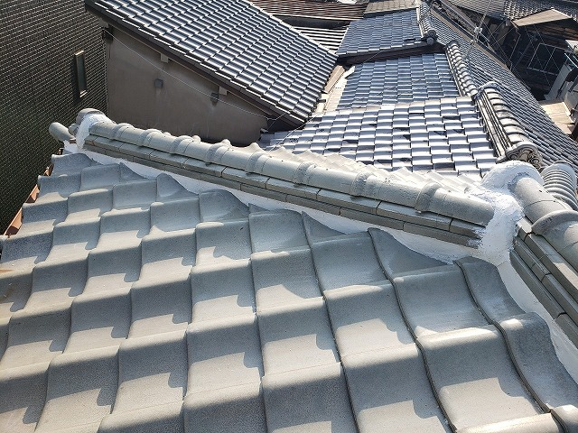 大阪市内の漆喰詰め直し工事完成、隅棟