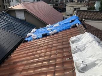 天理市の釉薬瓦の屋根の様子