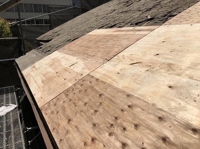 奈良市の複合屋根の野地板増し張り