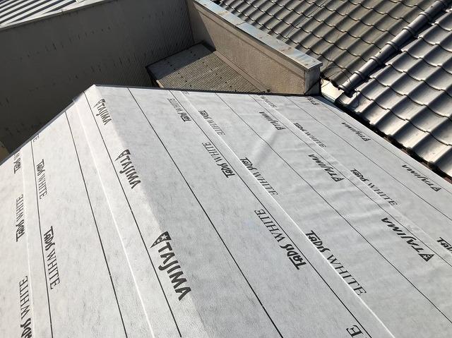 生駒市の葺き替え工事でルーフィング設置