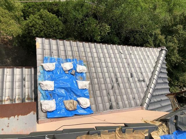 大和郡山市で玄関部分と庇を葺き直し工事で依頼内容の工事が完了