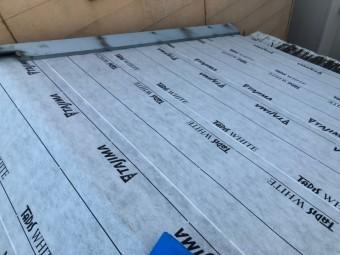 奈良市の切り妻屋根に防水紙(ルーフィング)を張り付け