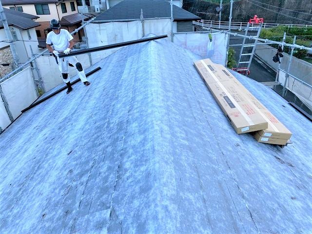 生駒市でカバー工法工事の為、粘着ルーフィングを設置が完了 全景