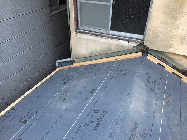 下屋根防水紙設置