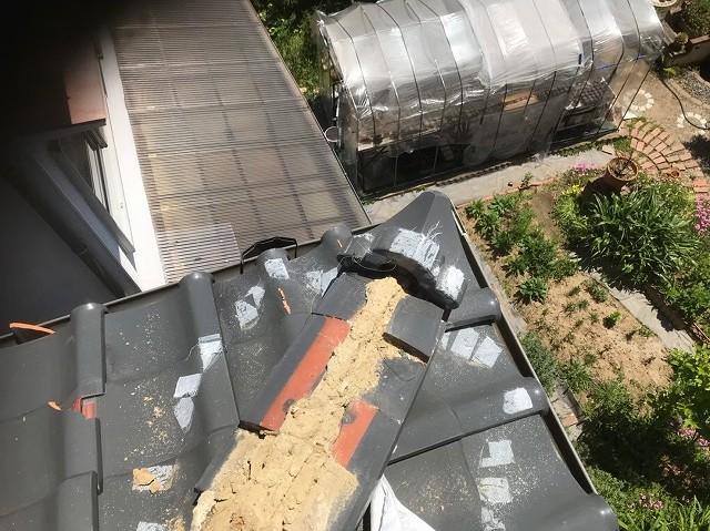 斑鳩町の台風被害の応急処置を外した反対側の隅棟