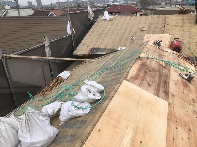 棟違い屋根の葺き替え工事