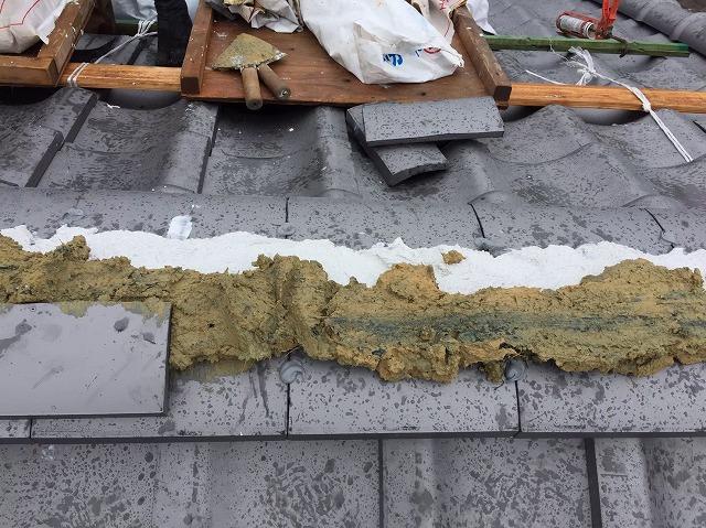 奈良市の葺き替え工事で棟瓦設置
