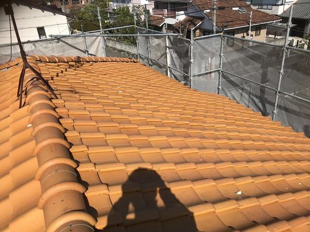 香芝の豪邸の黄土色の瓦屋根