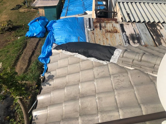 御所市で暴風被害に遭われ隅棟の崩れ