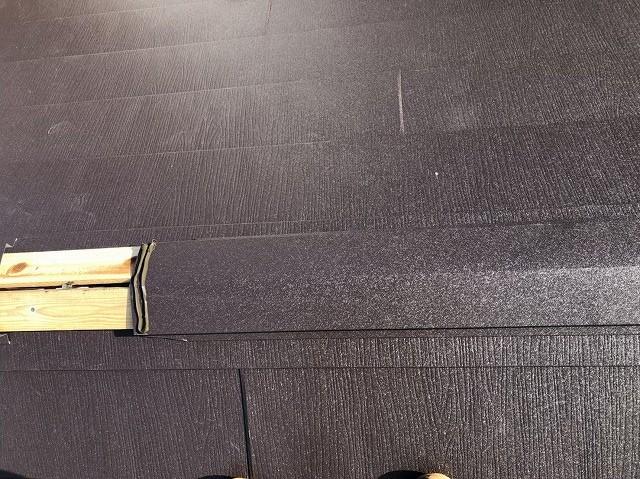 奈良市で棟部に板金と貫板設置