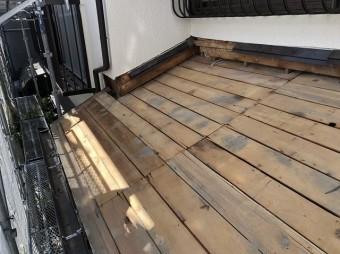 下屋の葺き替え古い野地板