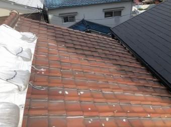 天理市の二階建て住宅の釉薬瓦の屋根