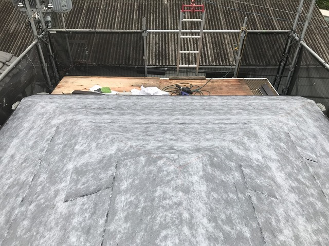 粘着ルーフィング設置の屋根