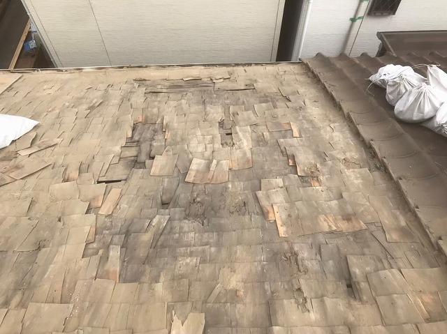 杉皮を使用した下葺き材