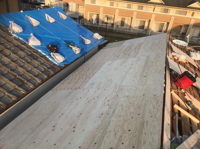 不陸調整作業後上から構造用パネル設置