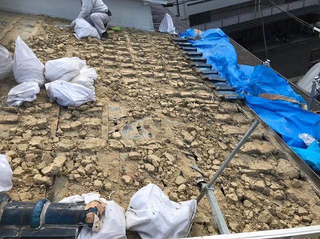 奈良市の長屋のリフォーム工事中、葺き土の様子