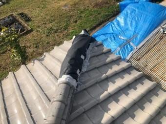 御所市で台風被害に遭った隅棟の応急処置の様子