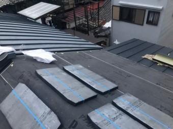 屋根材を設置