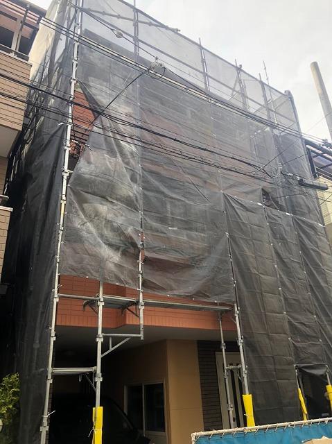 天理市の破風板修理現場の足場