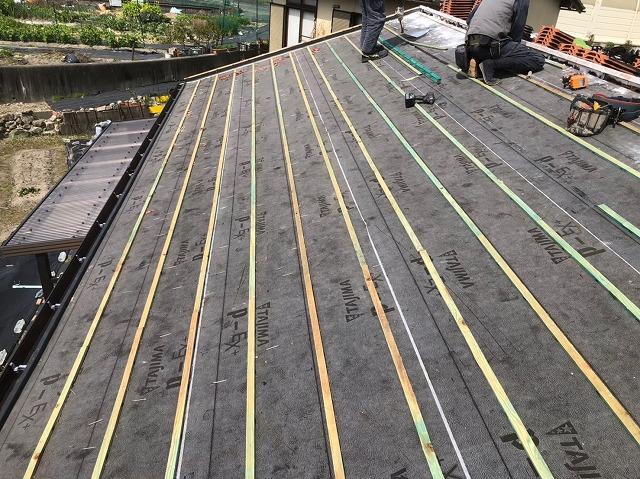 香芝市の平板瓦屋根の屋根材撤去