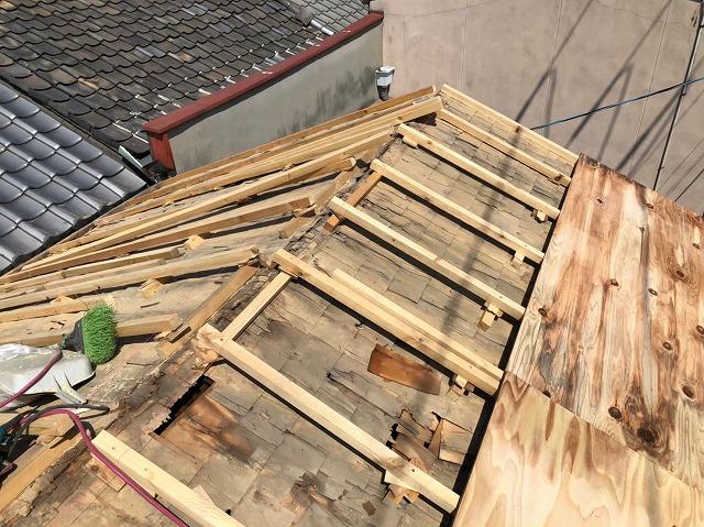 生駒市の葺き替え工事で補強垂木を設置