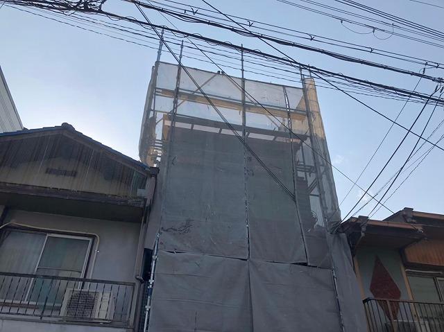 奈良市のカラーベスト屋根の住宅の足場の組み立て