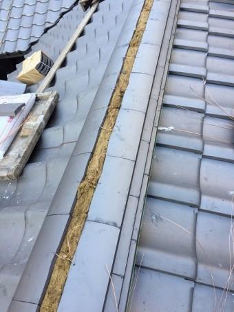 奈良市の瓦屋根の棟瓦施工中