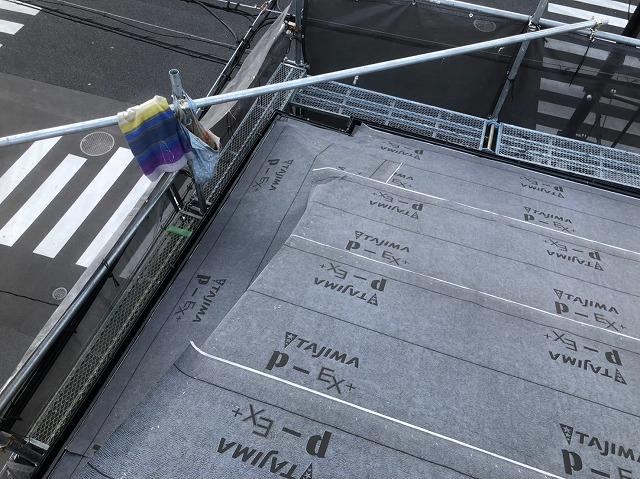 奈良市の屋根葺き替え工事で防水紙、水切り板金わ設置