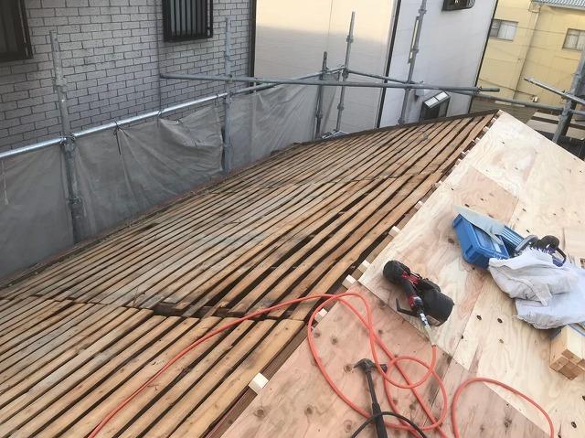 野地板の増し張り右側