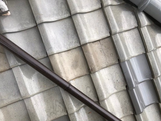 広陵町で補修されていた瓦を新しく差し替え