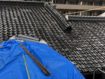 奈良市の瓦屋根の谷樋を雨養生
