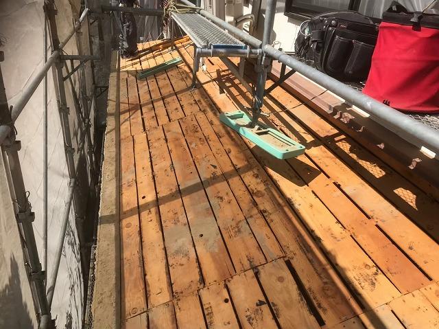 葺き土撤去後の古い野地板