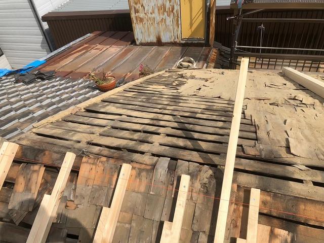 奈良市の屋根葺き替え工事での垂木設置