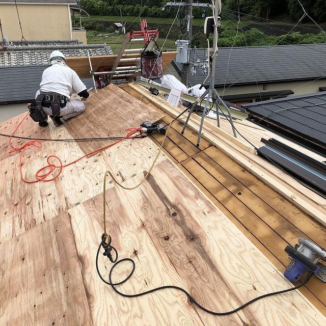 橿原市 セメント瓦屋根 野地板貼り