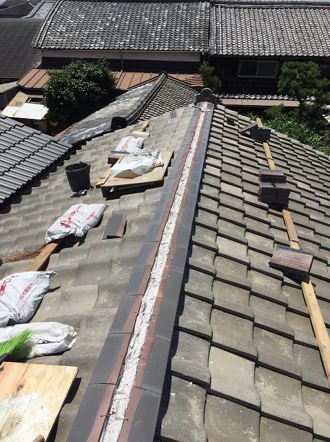 田原本町の瓦屋根に熨斗瓦