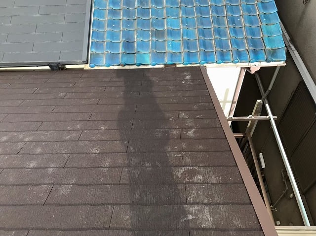 天理市の雨漏り修理でケラバ板金を設置した様子