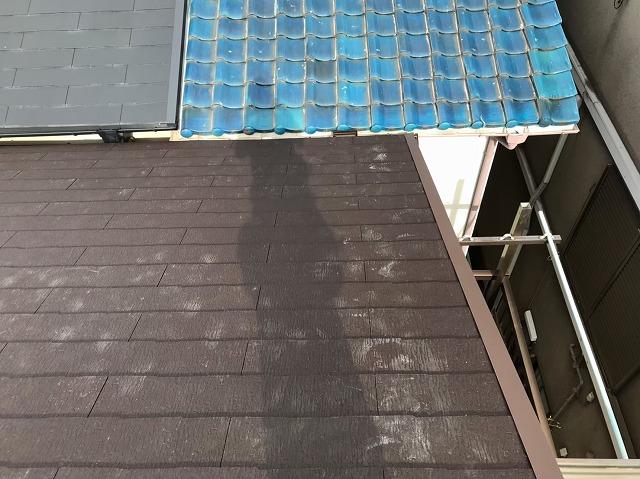 天理市の屋根葺き替え工事でケラバ板金を設置