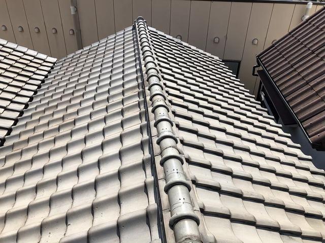 奈良市で三角屋根の陶器瓦の無料点検