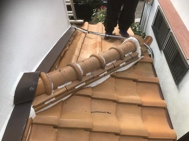 平群町で下屋根の棟積み替え工事