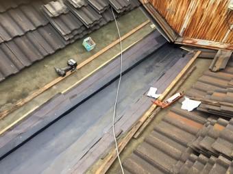 葛城市の谷樋板金交換で板金設置