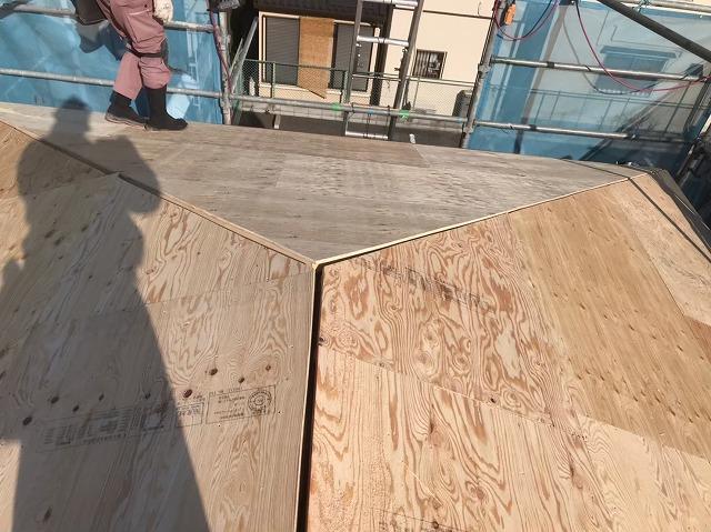 大屋根に構造用合板を重ね張り