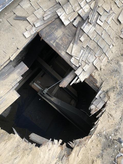 奈良市の瓦屋根の下地の穴