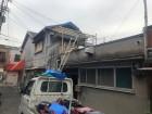 撤去した廃材を乗せるトラック
