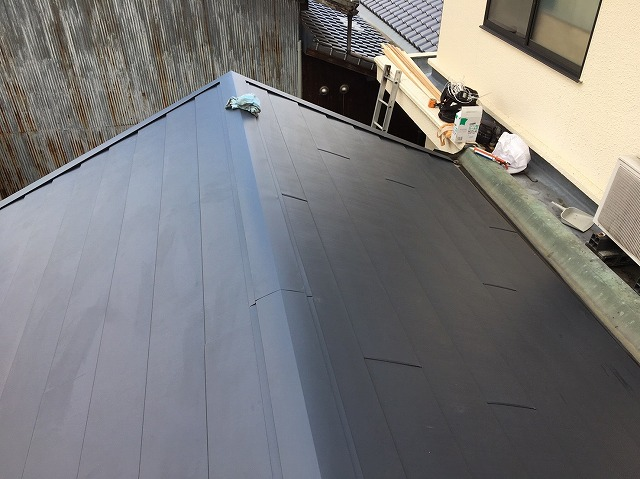 屋根材を設置した様子