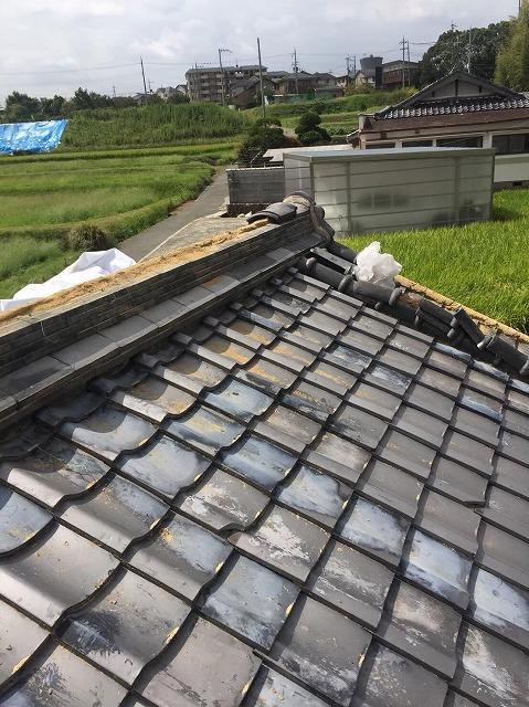 生駒市の台風被害の冠瓦の補修中