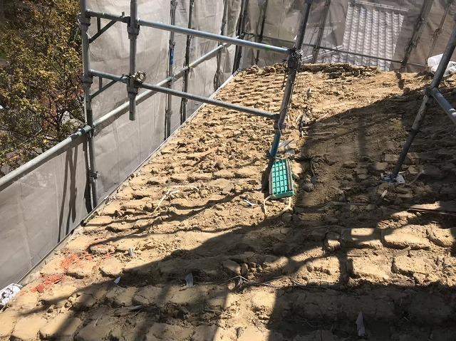 下屋の葺き土と足場