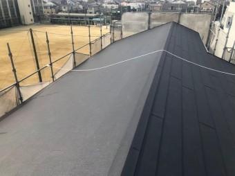 大屋根のカバー工法をガルテクトで