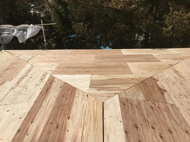 香芝 瓦棒葺き 野地板設置